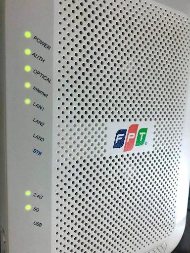 Quan sát tín hiệu đèn trên modem. Ảnh: modem FPT Telecom.
