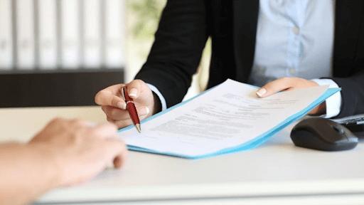 Ký kết hợp đồng đăng ký lắp đặt mạng internet VNPT.